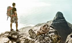 hiker_on_table_mountain_looking_at_lions_head