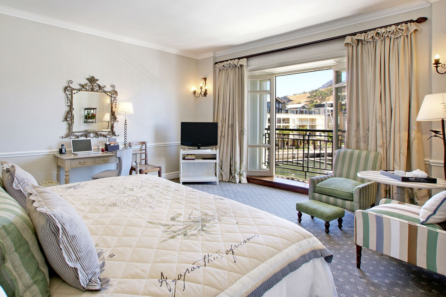Table Mountain Luxury Room at The Cape Grace. (Claire Gunn)